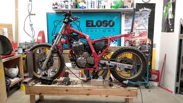 Honda NX650 customizada El Oso Motocicletas